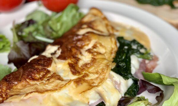 Omelette spumosa con prosciutto e spinaci (con trucchetto)