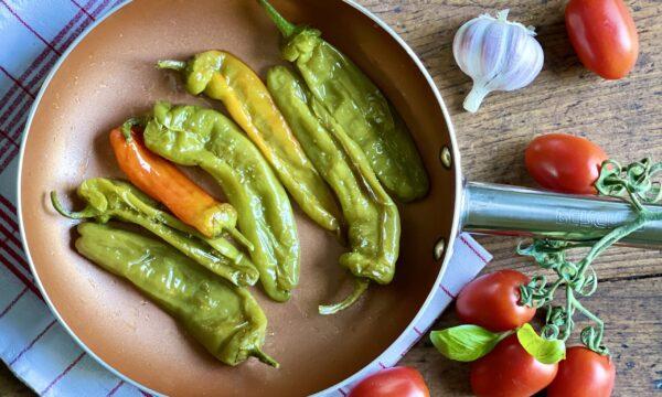 Friggitelli (o peperoni friarelli) in padella