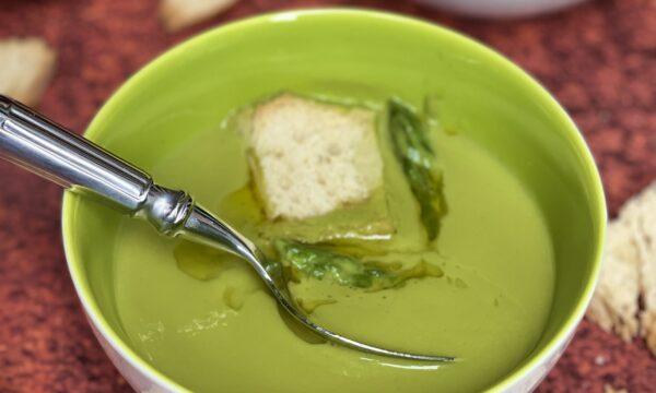 Vellutata di asparagi con crostini