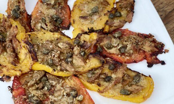 Peperoni al forno gratinati con tonno e capperi