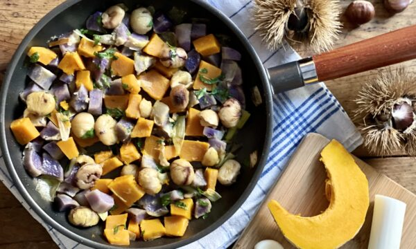 Verdure autunnali in padella (zucca, patate, porro e castagne)