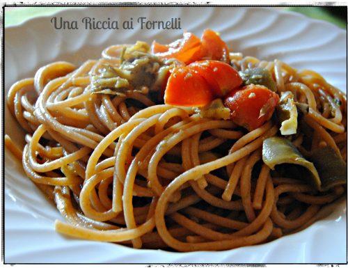 Spaghetti con carciofi e pomodorini freschi
