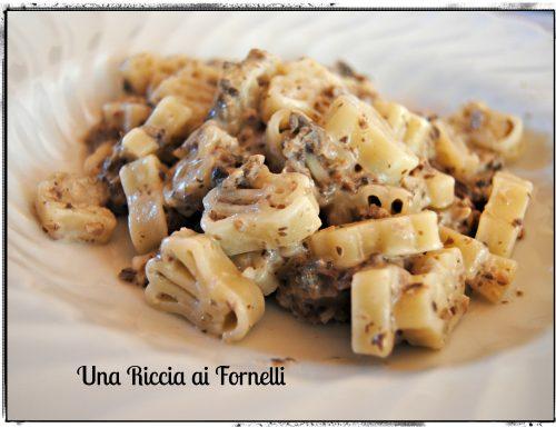 Pasta corta alla crema di champignon, ricetta velocissima