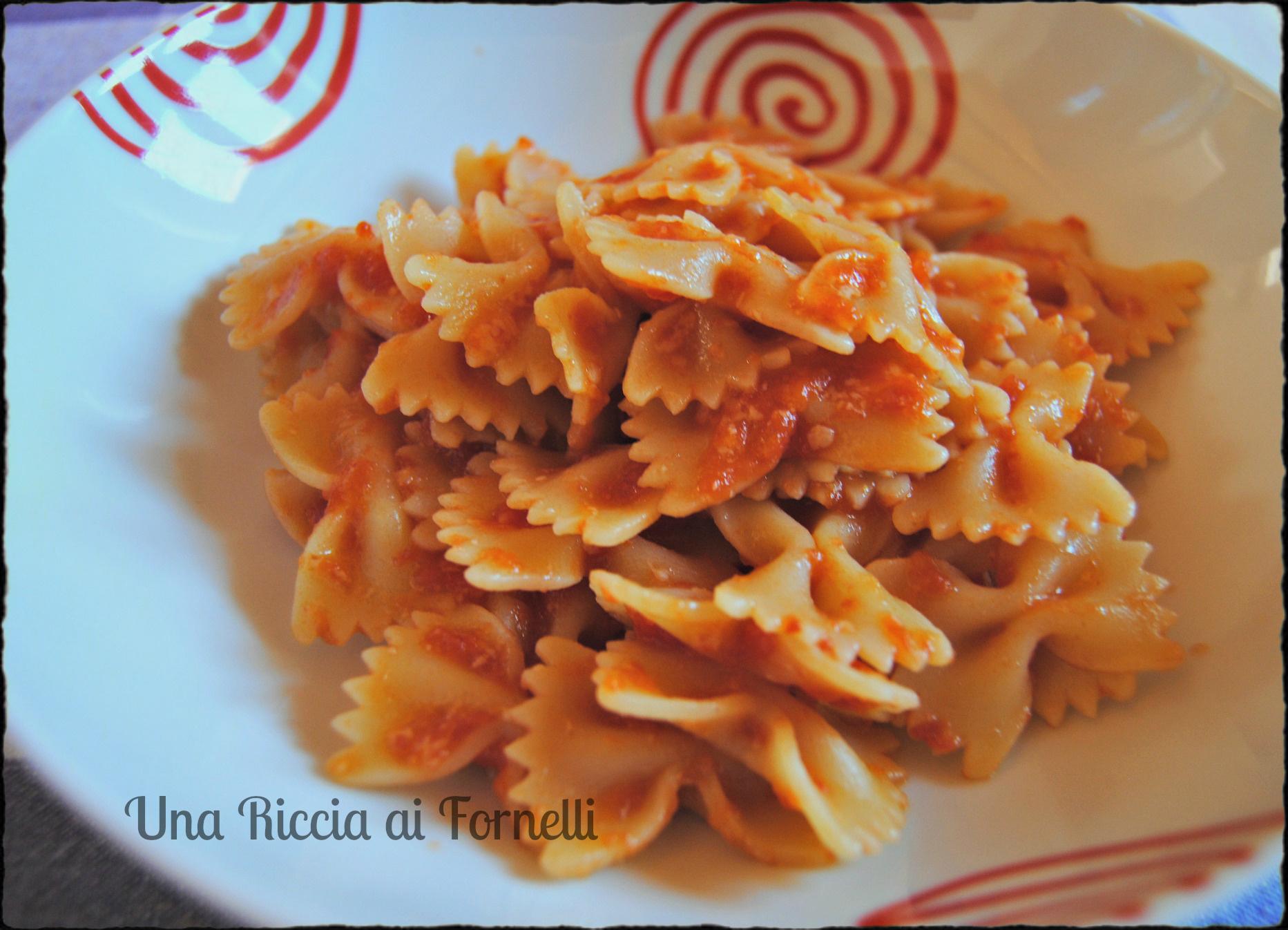 Pasta al sugo di pomodoro, ricetta semplice - Una Riccia ai Fornelli