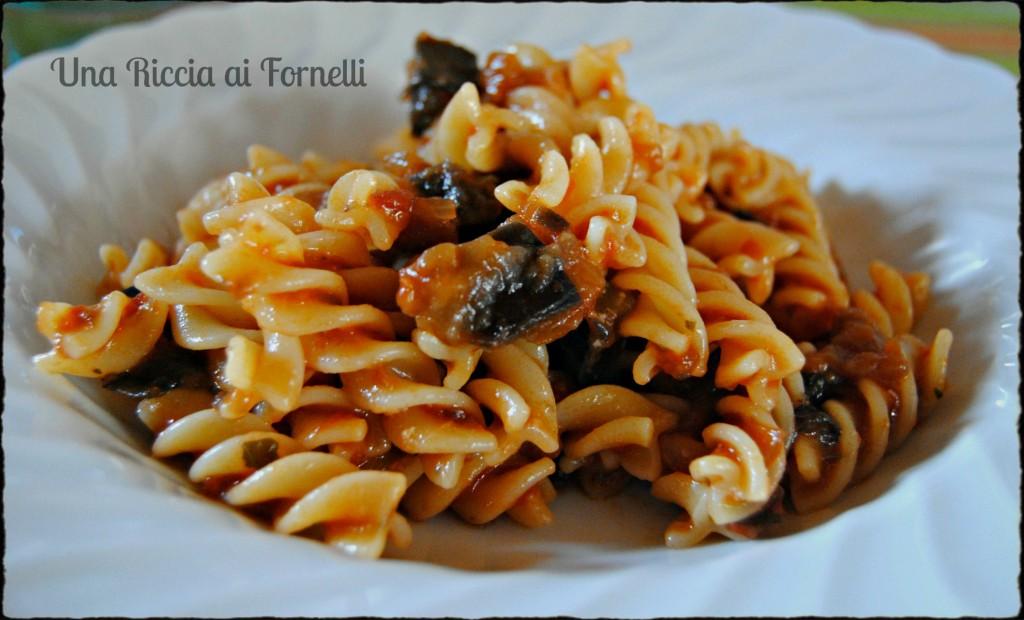 Pasta con le melanzane ricetta gustosa una riccia ai for Ricette con la pasta