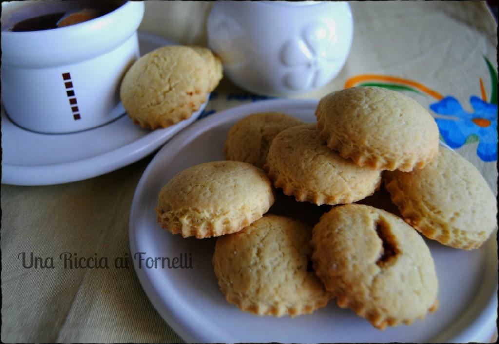 Biscotti morbidi ripieni di marmellata, ricetta dolce
