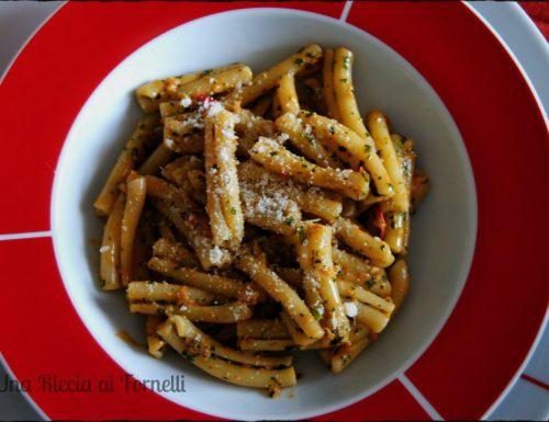 Pesto con pomodoro e noci, ricetta velocissima