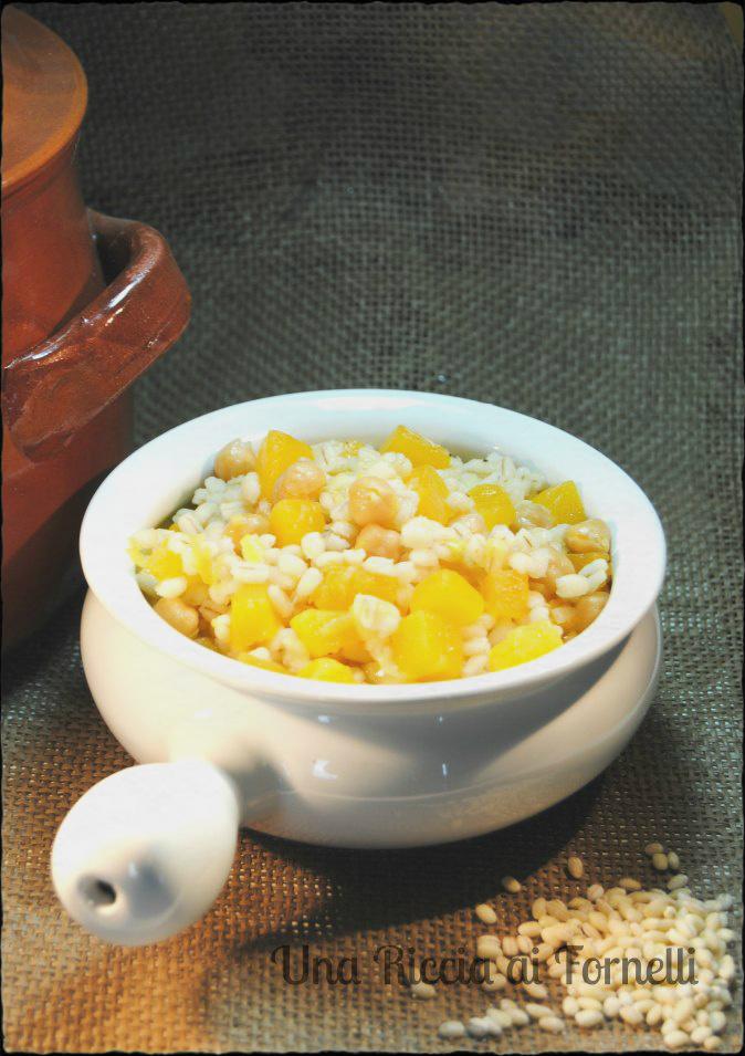 Zuppa di zucca, orzo e ceci
