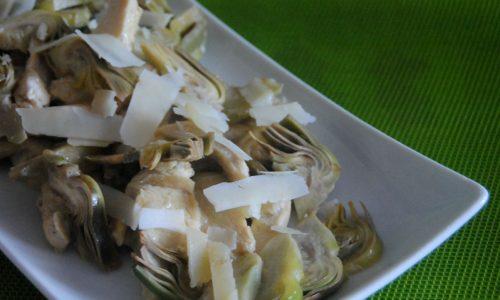 Straccetti di pollo con carciofi e scaglie di pecorino