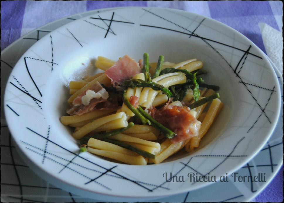Ricetta pasta con asparagi e speck