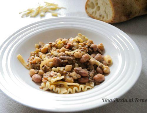 Pasta con lenticchie fagioli e ceci