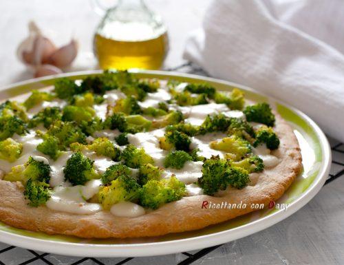 Pizza bianca con broccoli e Asiago