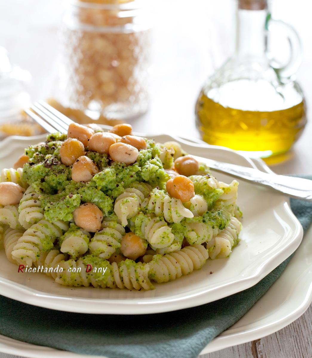 Pasta con crema di broccoli e ceci ricetta light
