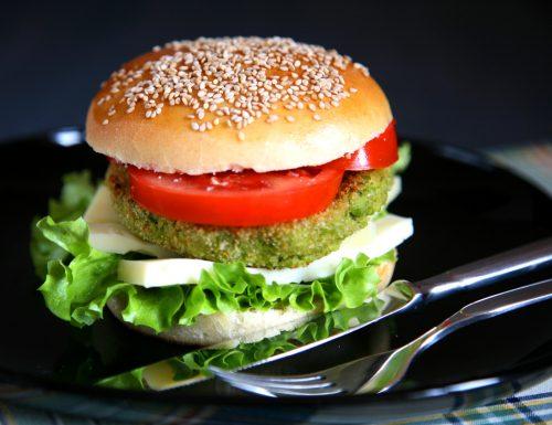 Panino con burger di piselli