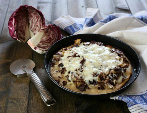 Pizza bianca radicchio e cipolle