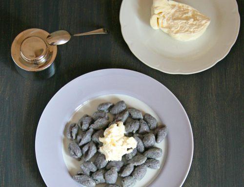 Gnocchi di patate viola con burrata