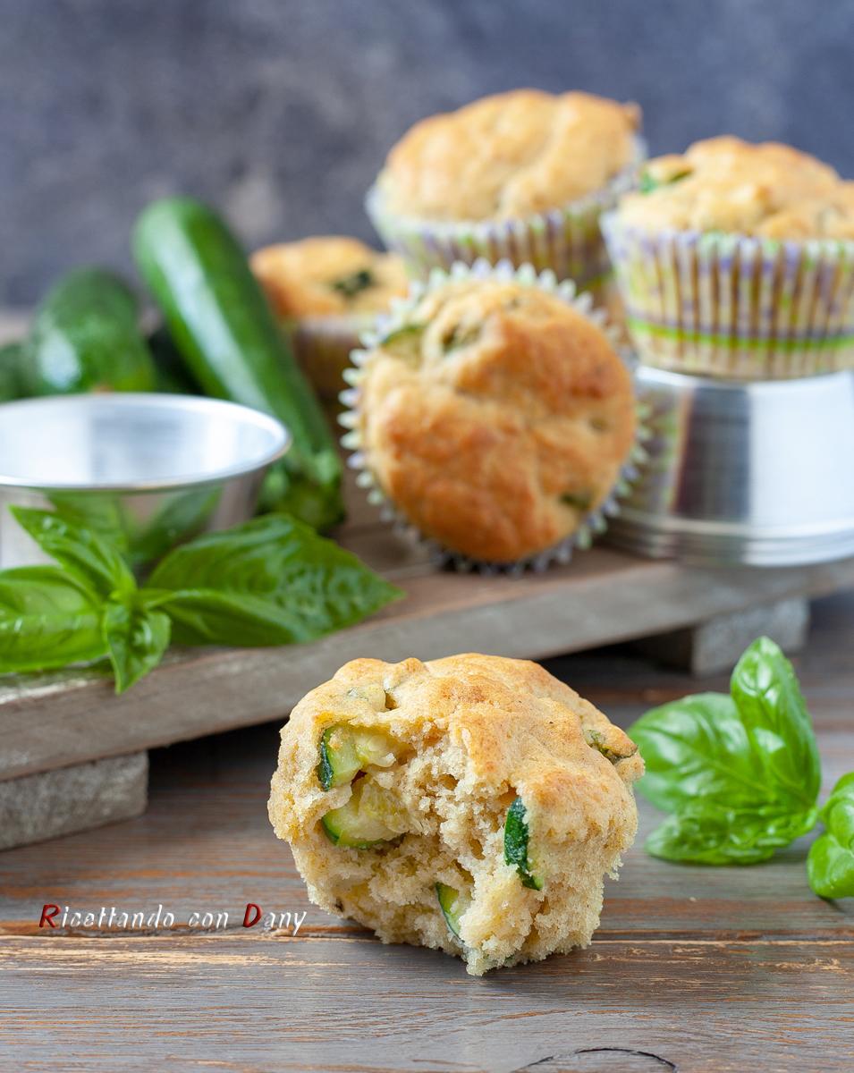 Muffin salati zucchine e basilico