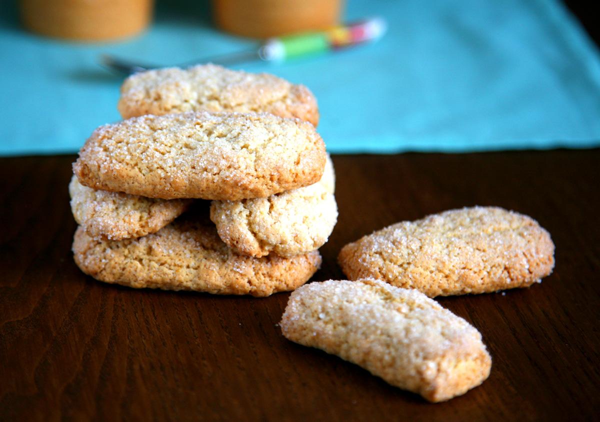 Biscotti rustici con farina semintegrale tipo biscottoni Mulino Bianco