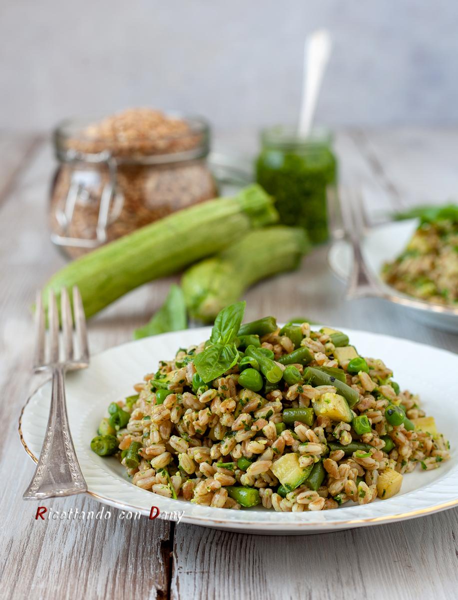 Farro al verde con pesto zucchine fagiolini e piselli