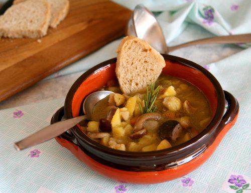 Zuppa di patate funghi e castagne