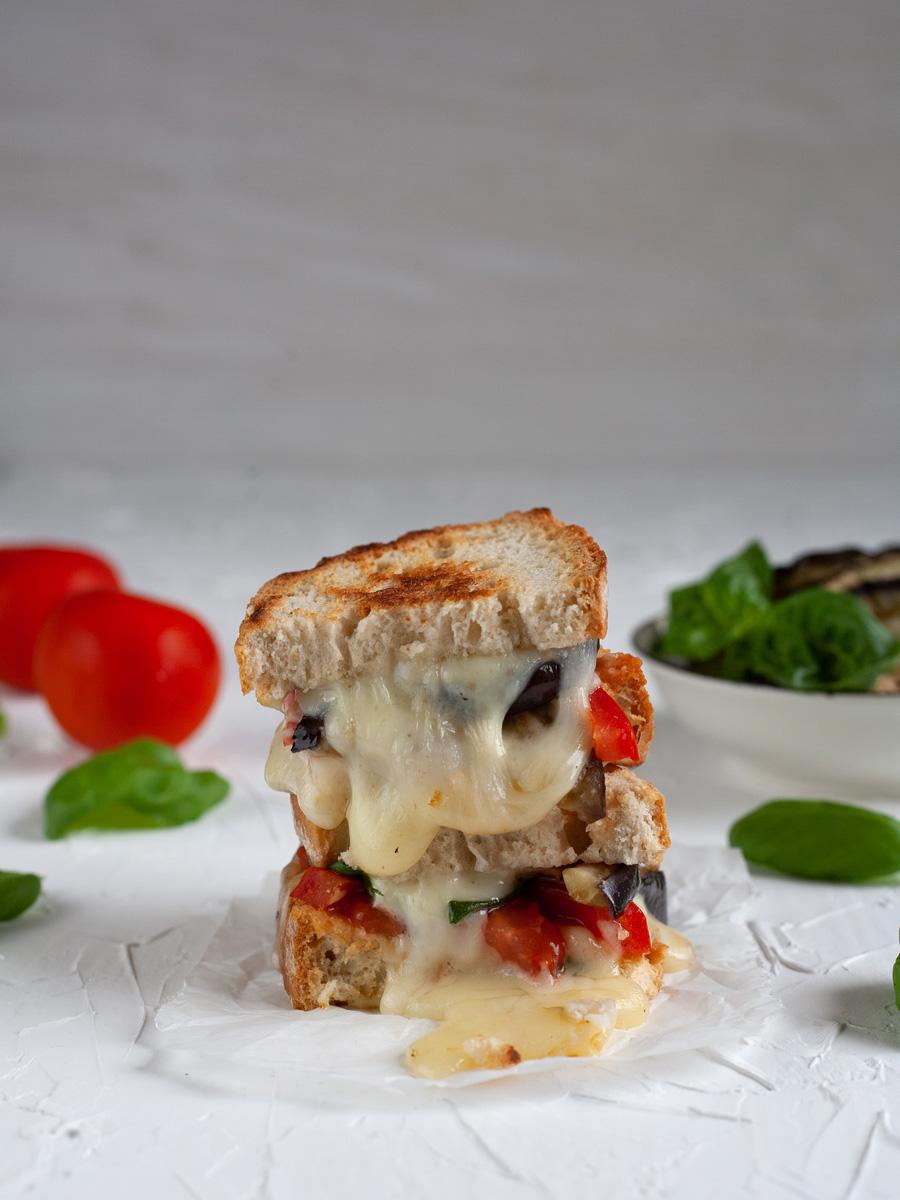 Toast alla parmigiana di melanzane