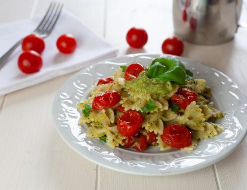 Pasta con crema di zucchine e pomodorini al forno