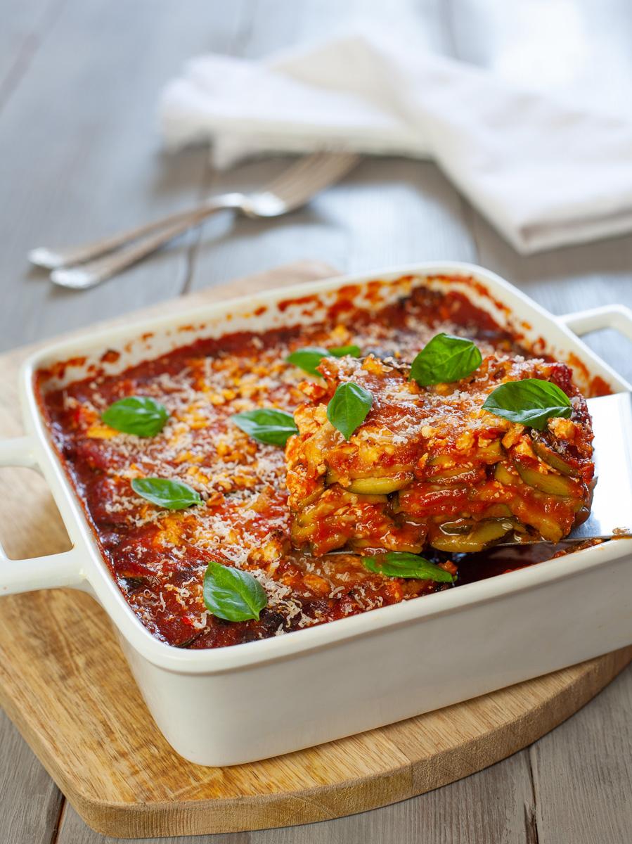 Parmigiana di zucchine con pomodoro e feta