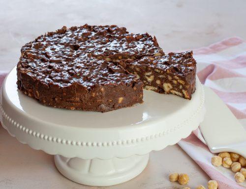 Torta di biscotti con cioccolato e nocciole
