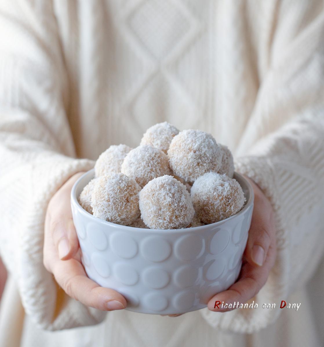 Palline al cocco e cioccolato bianco