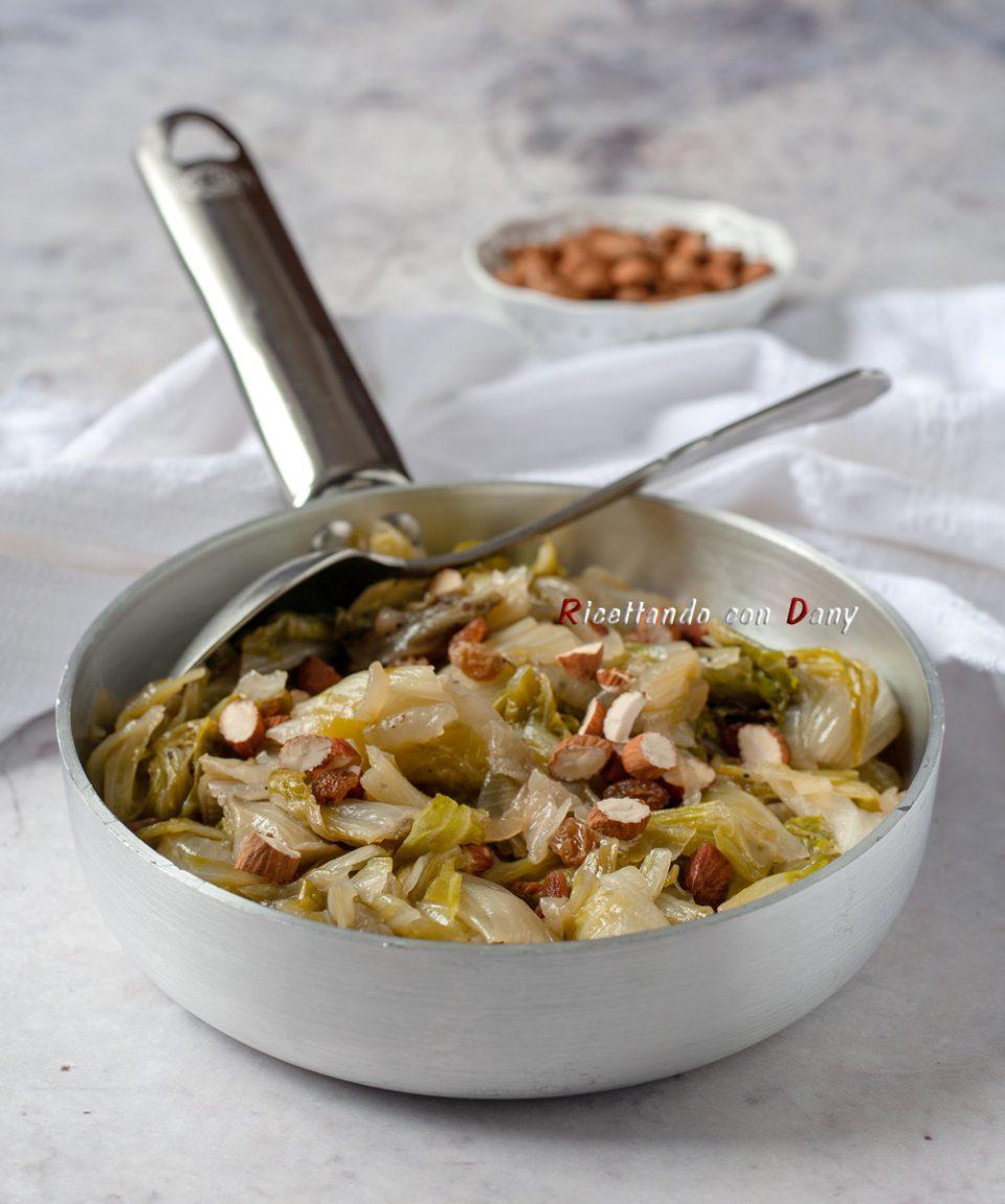 Radicchio di Milano in padella con uvetta e mandorle