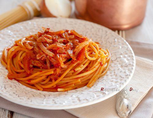 Spaghetti alla nduja con cipolle e acciughe