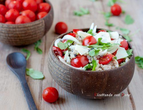 Insalata di grano saraceno con pomodorini e rucola