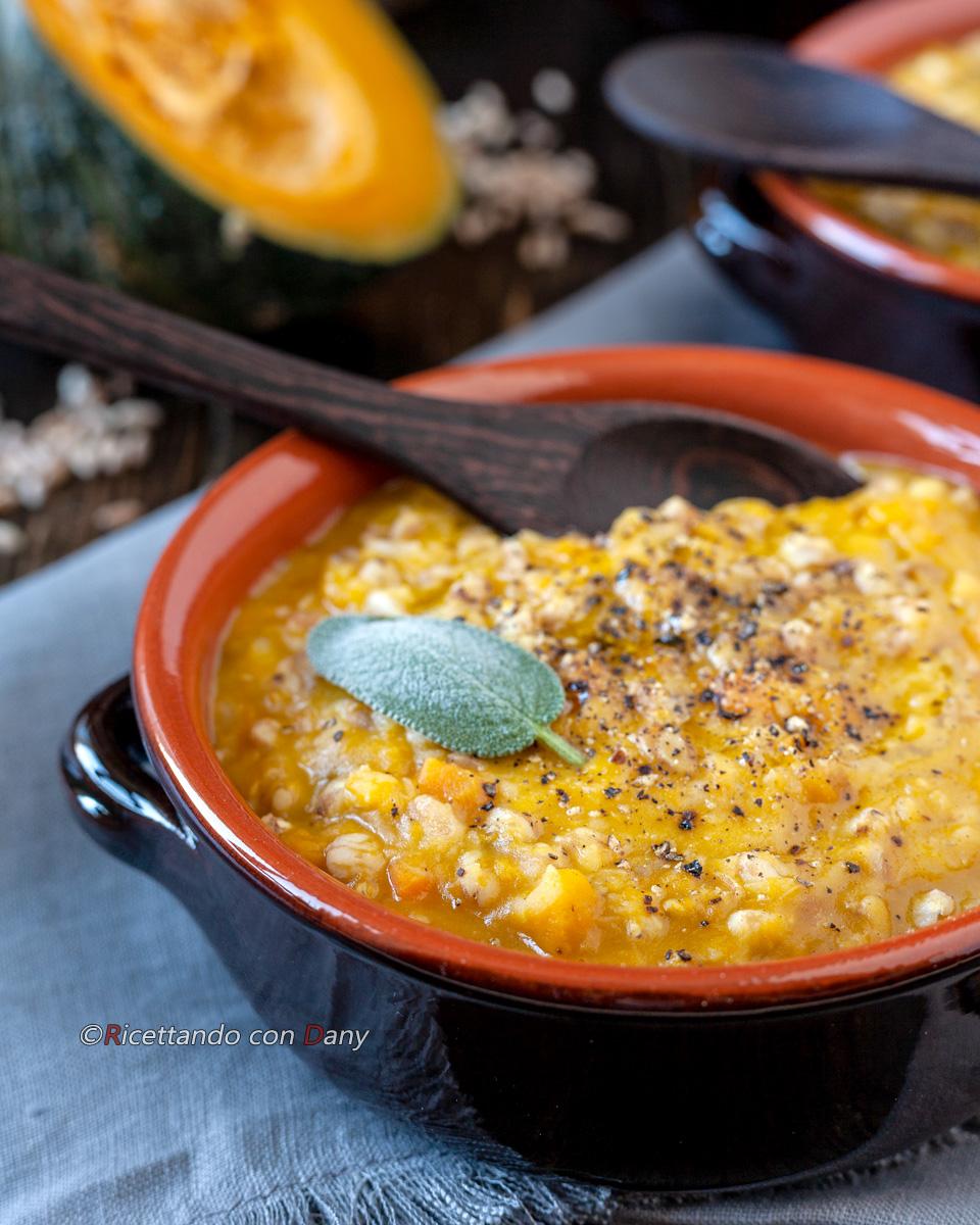 Zuppa di farro con zucca e lenticchie rosse