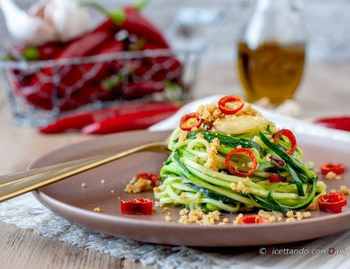 Spaghetti di zucchine aglio olio e peperoncino