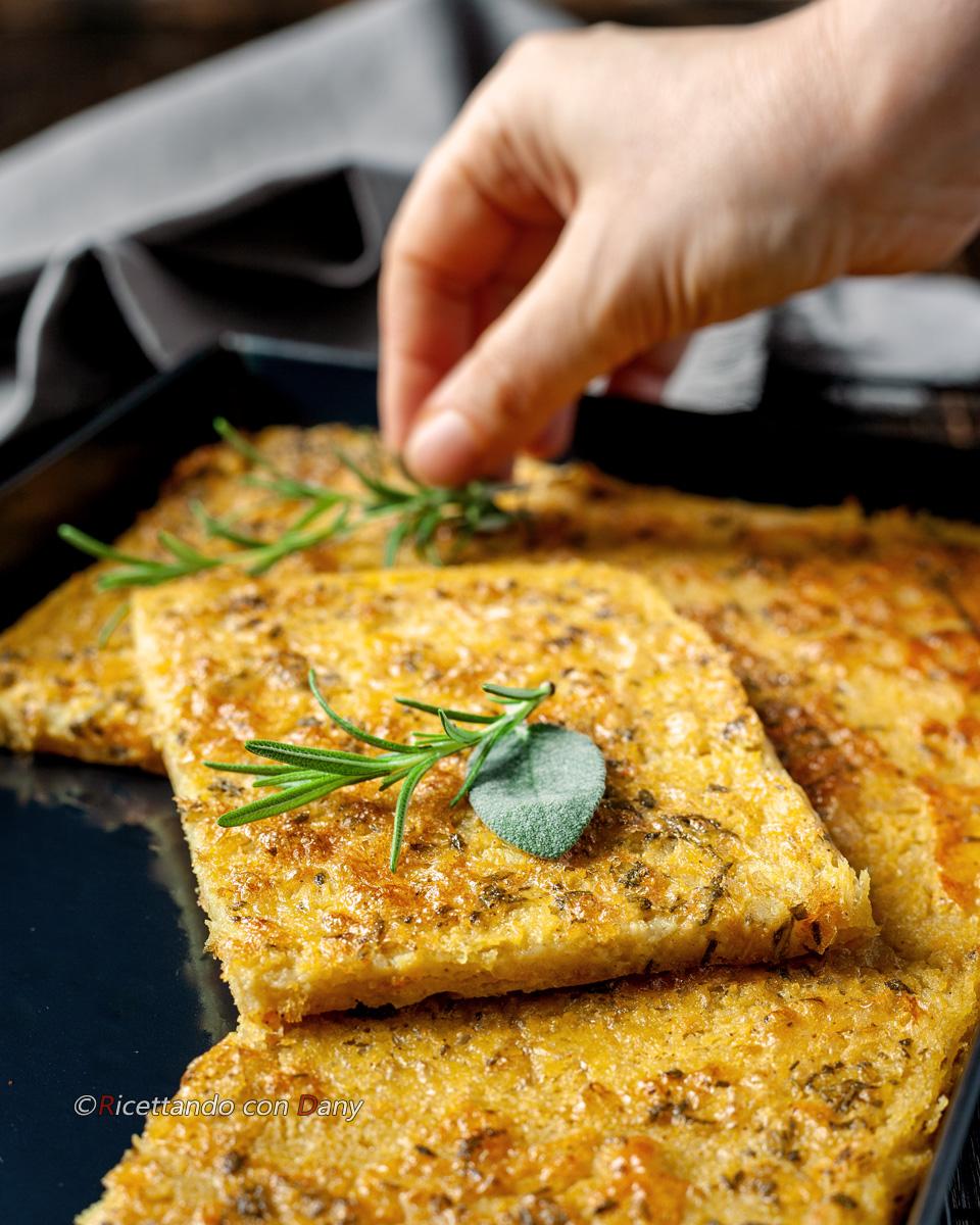 Farinata di lenticchie rosse al rosmarino