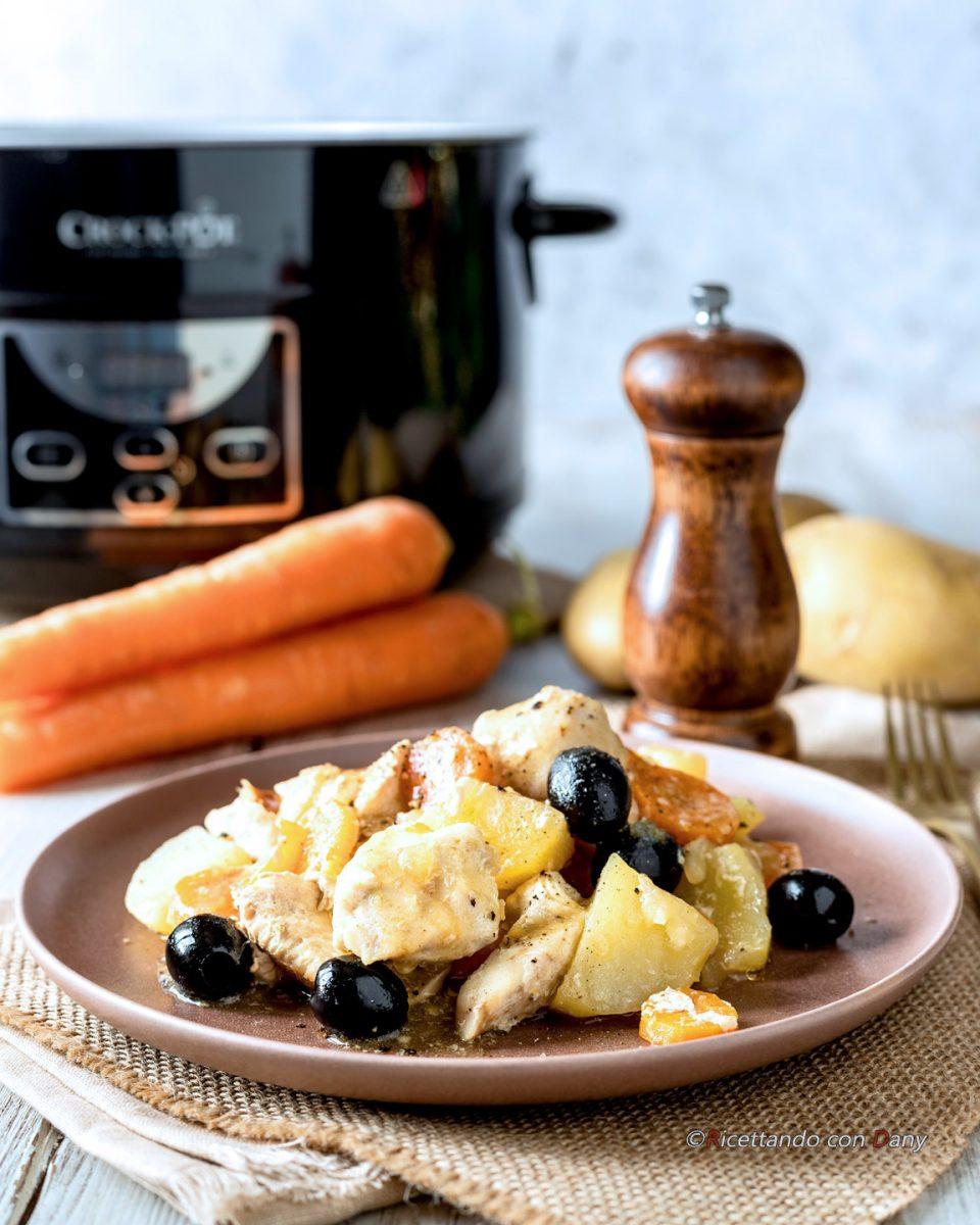 Spezzatino di pollo e patate nella slow cooker