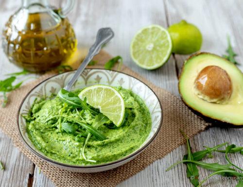 Pesto di rucola e avocado