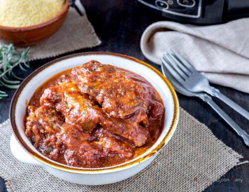 Costine di maiale al sugo nella slow cooker