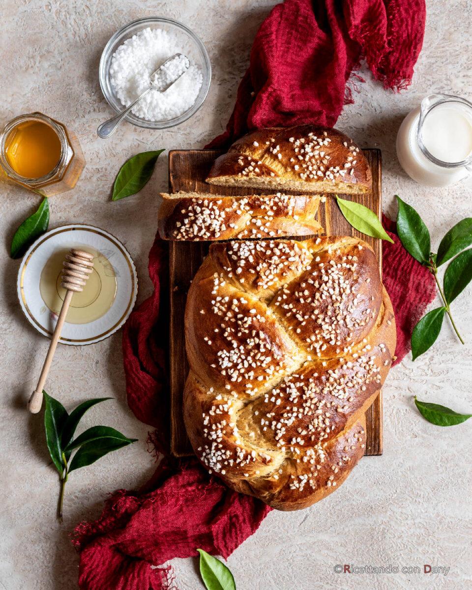 Treccia di pan brioche alla panna e miele
