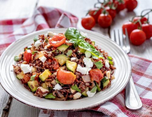 Riso rosso alle zucchine con pomodorini e feta