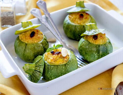 Zucchine ripiene di quinoa con uvetta e mandorle
