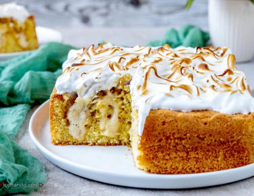 Poke cake meringata allo zabaione
