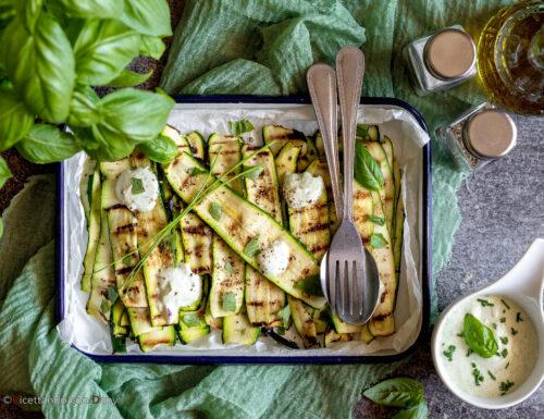 Zucchine grigliate con salsa allo skyr