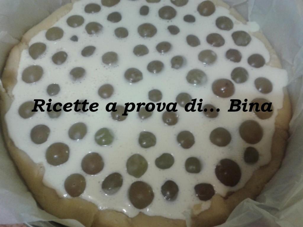 Crostata con crema pasticcera e uva bianca
