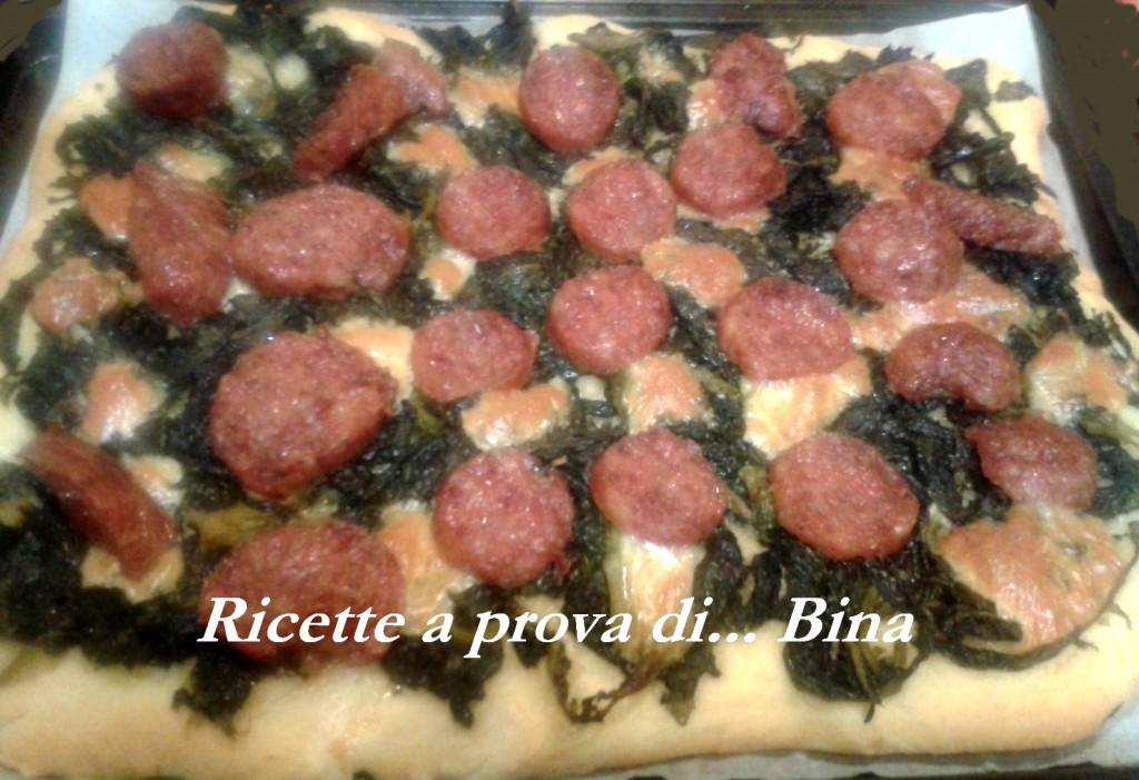 Pizza con friarielli e salsiccia - ricetta napoletana
