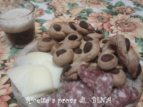 Treccine o taralli al pepe e mandorle – ricetta sfiziosa