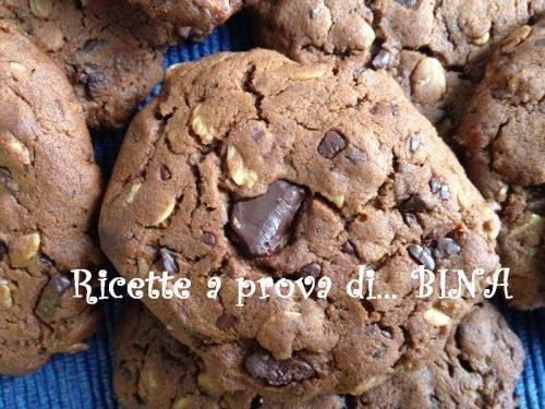 Biscotti allo zucchero di canna, avena e cioccolato