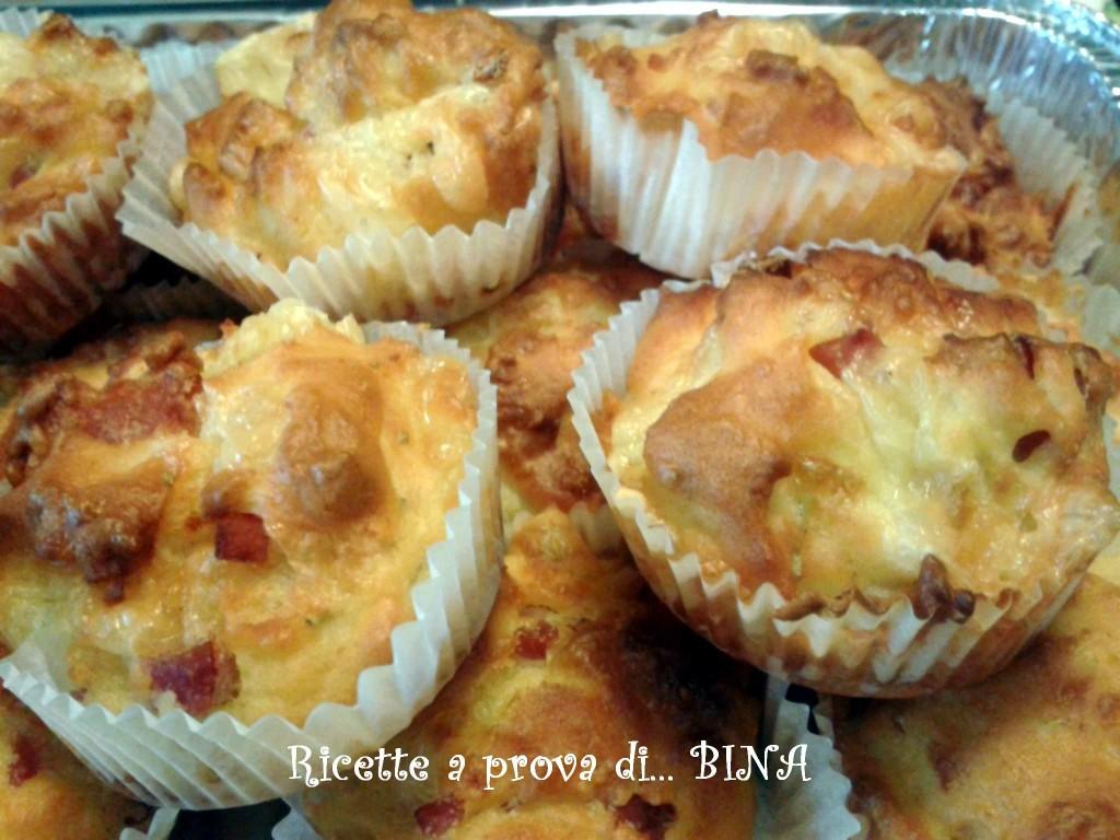 Muffin salati con formaggi e salumi - ricetta svuotafrigo