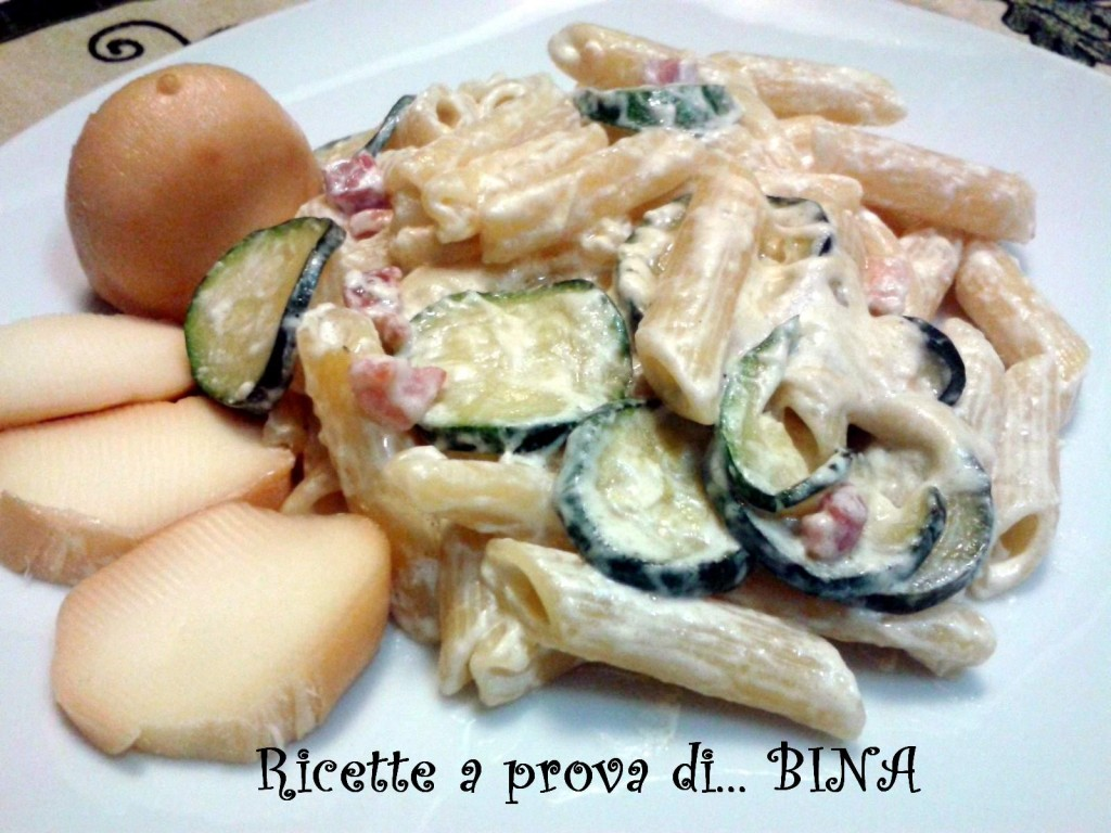 Pasta fume' - ricetta primo piatto gustoso - con scamorza e pancetta affumicata, zucchine e panna