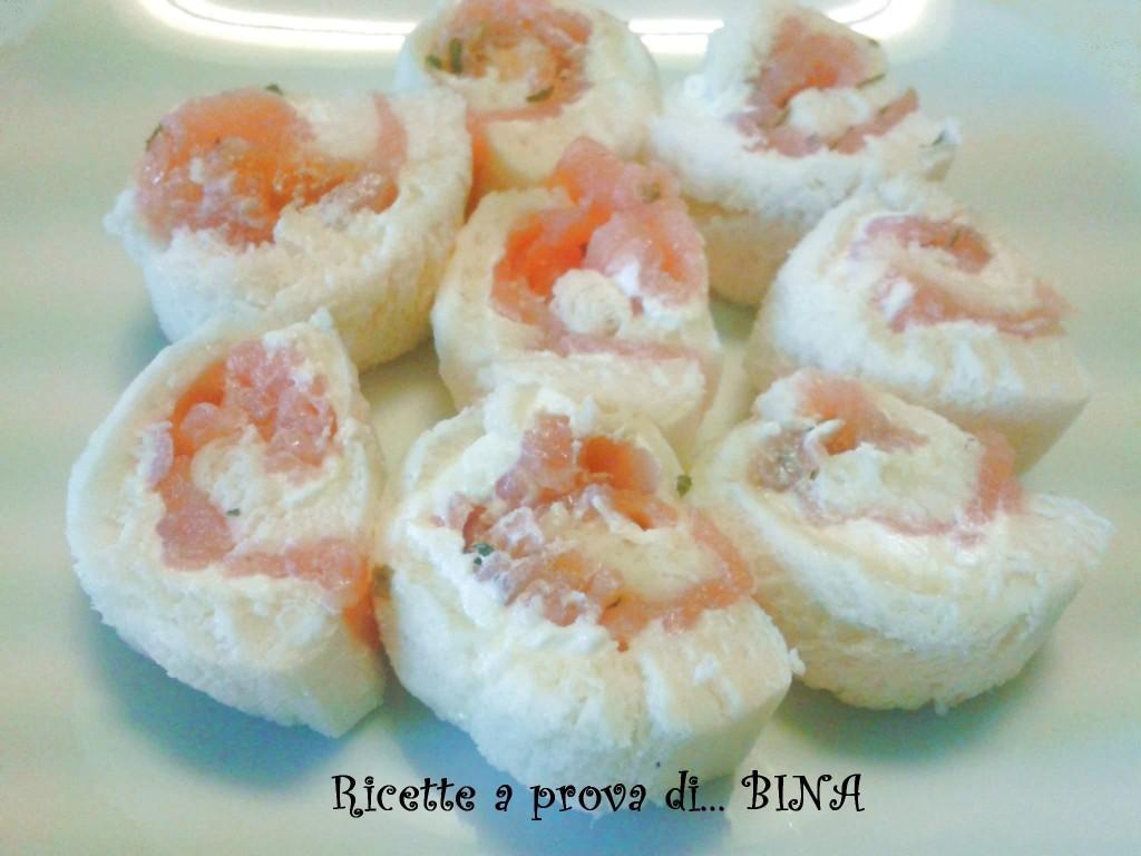 Rotolini al salmone - ricetta finger food senza cottura